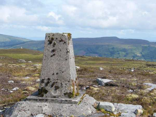 MountainViews.ie Picture about mountain Naweeloge Top in area Dartry Mountains, Ireland