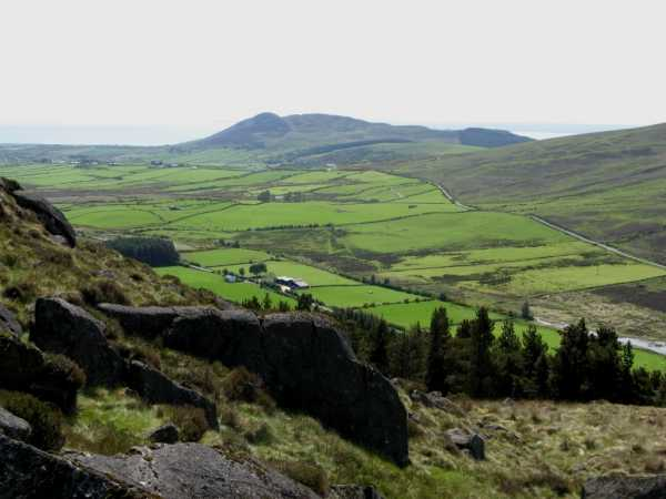 MountainViews.ie Picture about mountain The Foxes Rock in area Cooley/Gullion, County Louth, Ireland
