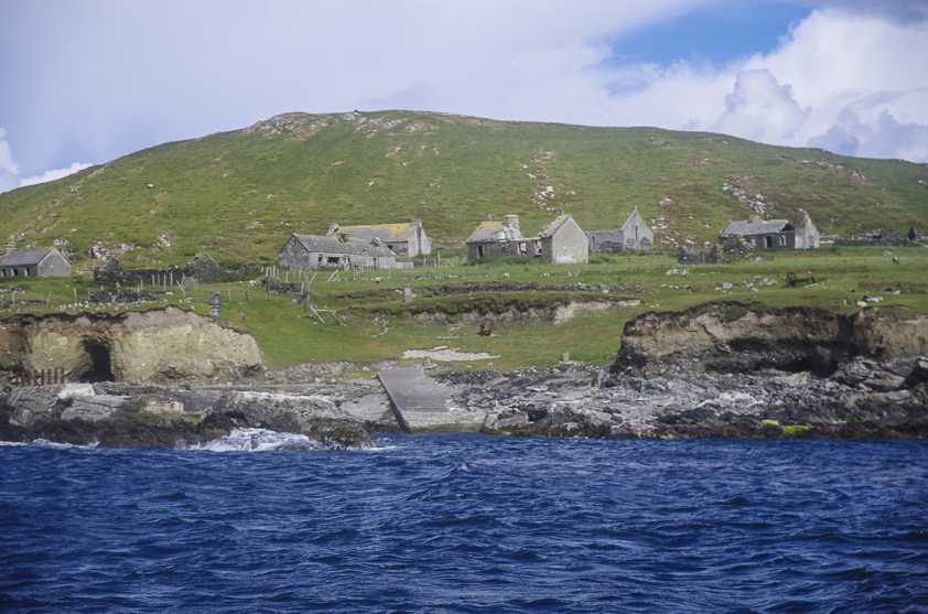MountainViews.ie Picture about mountain Inishark (<i>Inis Airc</i>) in area Galway Islands, Ireland