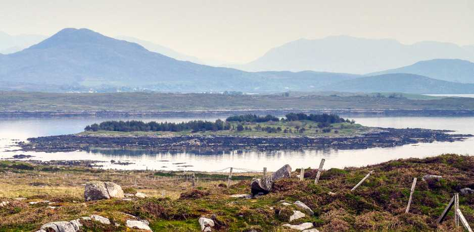 MountainViews.ie Picture about mountain Oghly Island (<i>Oileán an Chlaí</i>) in area Galway Islands, Ireland