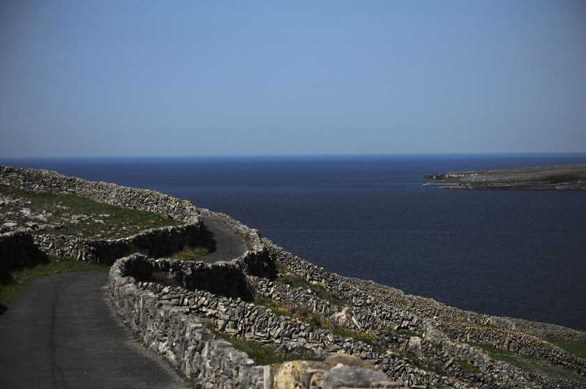 MountainViews.ie Picture about mountain Inishmaan (<i>Inis Meáin</i>) in area Galway Islands, Ireland