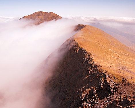 MountainViews: Reeks in Mist