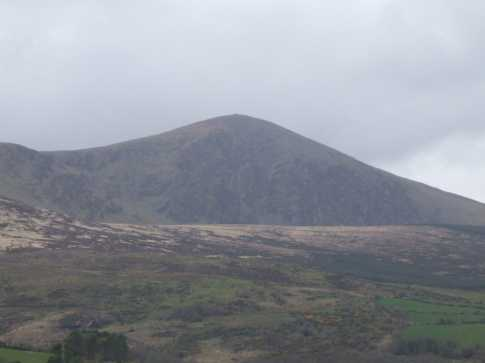 MountainViews.ie Picture about mountain Caherbarnagh in area Paps/Derrynasaggart, Ireland