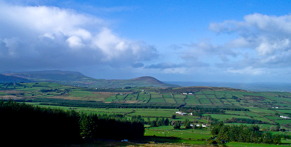 MountainViews.ie Picture about mountain Claragh Mountain in area Paps/Derrynasaggart, Ireland