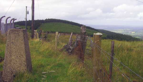 MountainViews.ie Picture about mountain Bweengduff in area Boggeragh Mountains, Ireland