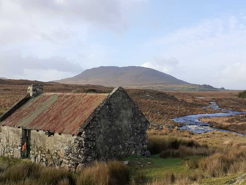 MountainViews.ie Picture about mountain Shannavara (<i>Seanadh Bhéara</i>) in area South Connemara, Ireland