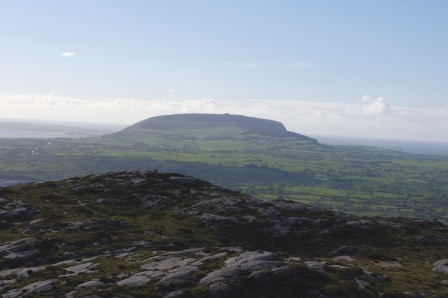 MountainViews.ie Picture about mountain Knocknarea (<i>Cnoc na Riabh</i>) in area Ox Mountains, Ireland