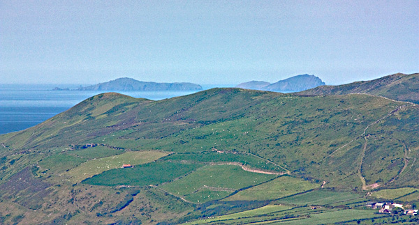 MountainViews.ie Picture about mountain Knocknanacree in area Central Dingle, Ireland