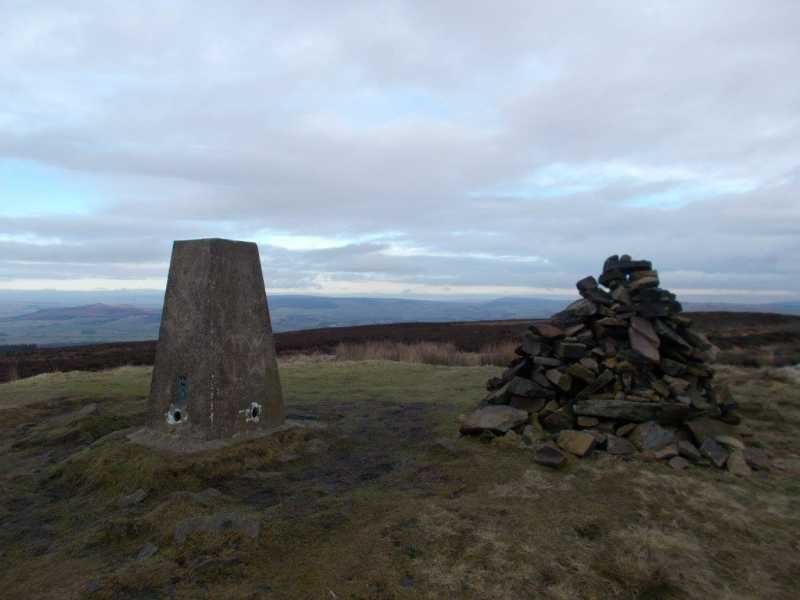 MountainViews.ie Picture about mountain Pinhaw Beacon  in area Lancashire, Cheshire & the Southern Pennines, Ireland