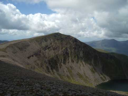 MountainViews.ie Picture about mountain Beenoskee (<i>Binn os Gaoith</i>) in area Central Dingle, Ireland