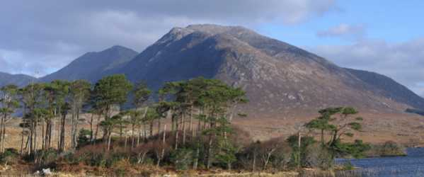 MountainViews.ie Picture about mountain Derryclare (<i>Binn Doire Chláir</i>) in area Twelve Bens, Ireland