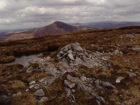 MountainViews.ie Picture about mountain Stoompa East Top (<i>Stumpa (mullach thoir)</i>) in area Mangerton, Ireland