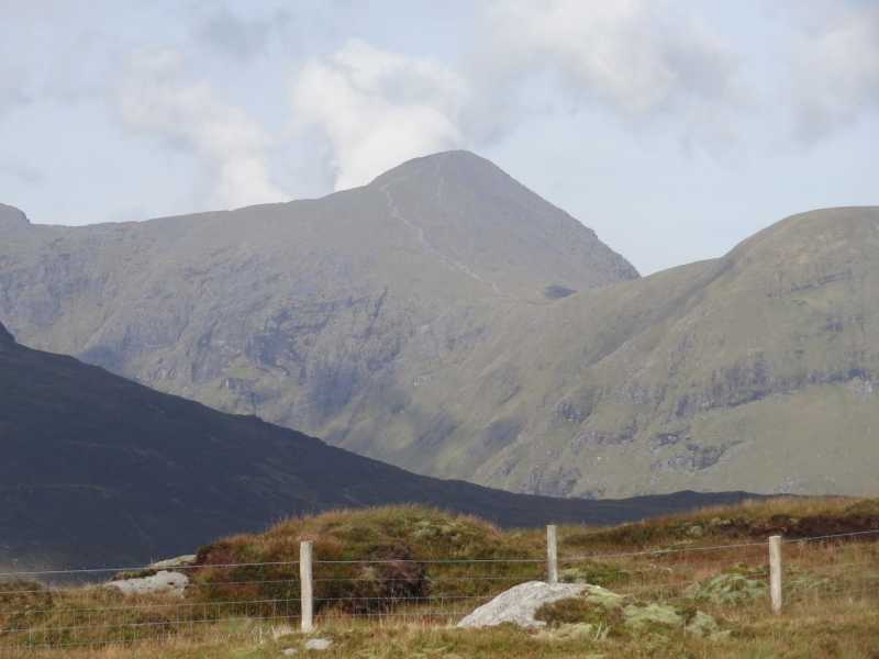 MountainViews.ie Picture about mountain Knocknabreeda (<i>An Cnoc Breac</i>) in area Dunkerron Mountains, Ireland