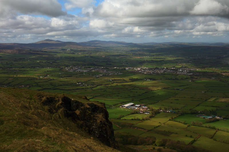 MountainViews.ie Picture about mountain Benbradagh (<i>An Bhinn Bhradach</i>) in area Sperrin Mountains, Ireland