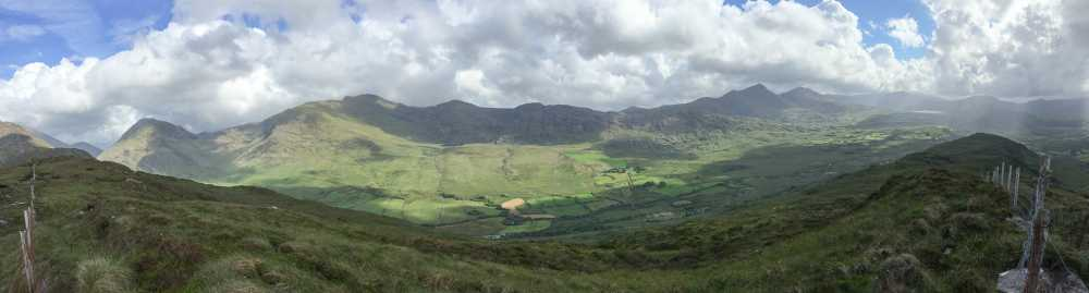 MountainViews.ie Picture about mountain Beann Dhearg in area MacGillycuddy