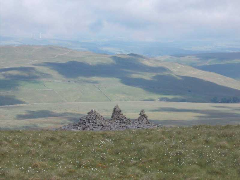 MountainViews.ie Picture about mountain Gragareth  in area The Central Pennines, Ireland
