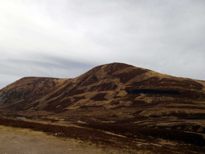 MountainViews.ie Picture about mountain Carn Dubh in area Braemar to Montrose, Ireland